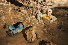 Uma moça colada no furo da caverna Imagens de Stock Royalty Free