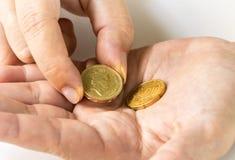 Uma moeda de libra e euro- moeda Foto de Stock