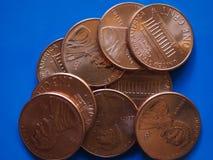 Uma moeda de USD do centavo do dólar, Estados Unidos EUA sobre o azul Imagens de Stock Royalty Free