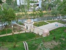 Uma mola no pé do mausoléu de Khodja Daniyar em Samarkand imagem de stock royalty free