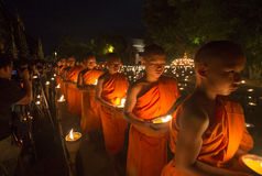Uma monge, Asalha Puja Day - 30 de julho: Asalha Puja Day, mo budista Imagem de Stock Royalty Free