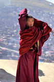 Uma monge whorshiping Fotos de Stock Royalty Free