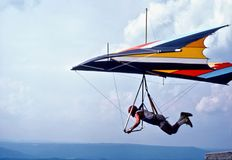 Uma montanha de Hang Glider Launches From Lookout, Tennessee, EUA foto de stock royalty free