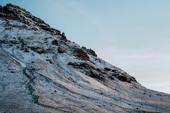 Uma montanha nevado em Islândia Fotografia de Stock