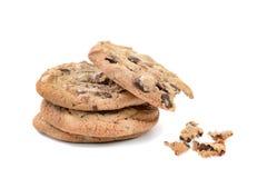Uma mordida de três cookies dos pedaços de chocolate Imagem de Stock