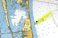 Uma mosca de Clouser em uma carta náutica Fotografia de Stock