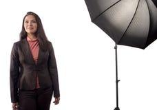 Uma mulher asiática durante um photoshoot imagens de stock