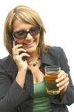 Uma mulher bonita com telefone Fotografia de Stock