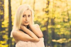 Uma mulher caucasiano nova Fotografia de Stock Royalty Free