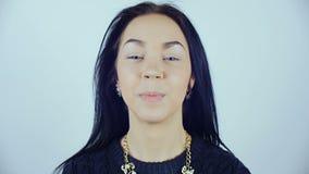 Uma mulher com as lentes de contato azuis filme