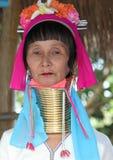 Uma mulher com uma garganta longa Fotografia de Stock