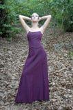 Uma mulher da forma no outono Imagens de Stock Royalty Free