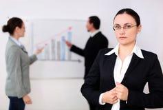 Uma mulher de negócios em uma reunião Foto de Stock