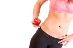 Uma mulher do ajuste e uma maçã vermelha Foto de Stock Royalty Free