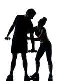 Uma mulher do homem dos pares que exercita a aptidão do exercício Foto de Stock