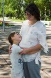 Uma mulher gravida com uma criança Imagem de Stock Royalty Free