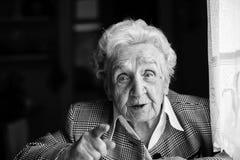 Uma mulher idosa em 80 anos velho Foto de Stock