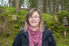 Uma mulher na floresta Imagem de Stock