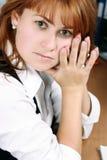 Uma mulher olha tired Imagens de Stock Royalty Free