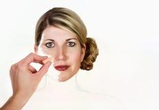 Uma mulher que está sendo pintada em uma lona Foto de Stock Royalty Free