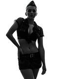 Mulher 'sexy' na silhueta uniforme do retrato do exército Fotografia de Stock