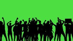 Uma multidão dos povos da dança, tudo na silhueta, em um greenscreen video estoque