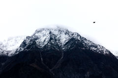 Uma neve tampou a montanha em Kinnaur, Índia de Himachal Pradesh imagens de stock royalty free