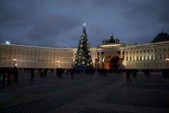 Uma noite bonita sobre o quadrado do palácio, St Petersburg, Ru Imagem de Stock Royalty Free