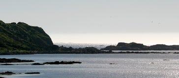 Uma noite dos plenos Verões em Noruega Imagens de Stock Royalty Free