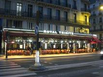 Uma noite quieta no restaurante real de Trinite em Paris fotografia de stock royalty free