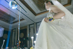 Uma noiva chinesa bonita Fotos de Stock Royalty Free