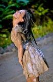 Uma noiva nova coberta com a lama Imagem de Stock Royalty Free