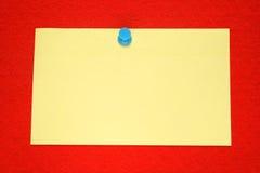 Uma nota amarela imagens de stock royalty free