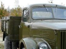 Uma obscuridade do caminhão cor verde foto de stock royalty free