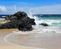 Uma onda deixando de funcionar, baía de Oneloa, Maui ocidental, Havaí Fotos de Stock Royalty Free