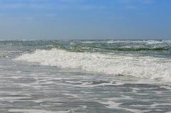 Uma onda na costa Imagem de Stock