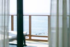 Uma opini?o bonita do mar do balc?o imagens de stock royalty free