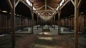 Uma opinião da caserna dentro do campo de concentração no Polônia Auschwitz Birkenau filme
