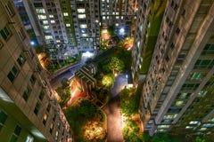Uma opinião da noite de um prédio de apartamentos, Seoul, Coreia Imagem de Stock