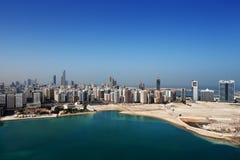 Uma opinião da skyline Abu Dhabi, o capital dos UAE Imagens de Stock