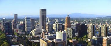 Uma opinião da skyline de Portland Oregon. fotos de stock