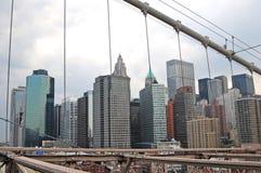 Uma opinião de manhattan da ponte do brooklyng Imagem de Stock