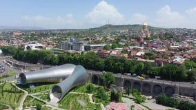 Uma opinião de olho de pássaro da cidade de Tbilisi vídeos de arquivo
