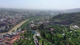 Uma opinião de olho de pássaro da cidade de Tbilisi video estoque