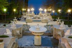 Uma opinião de perspectiva em escadas bonitas de um parque da cidade em Chisinau, Moldova fotos de stock royalty free