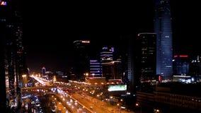 Uma opinião do pássaro de Guomao CBD na noite no Pequim vídeos de arquivo