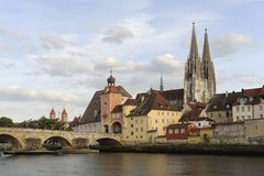 Uma opinião do panorama da cidade alemão Regensburg Fotos de Stock