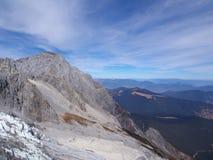 Uma opinião impressionante Jade Dragon Snow Mountain em Lijiang Yunnan P fotografia de stock