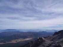 Uma opinião impressionante Jade Dragon Snow Mountain em Lijiang Yunnan P imagem de stock royalty free
