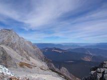 Uma opinião impressionante Jade Dragon Snow Mountain em Lijiang Yunnan P imagem de stock